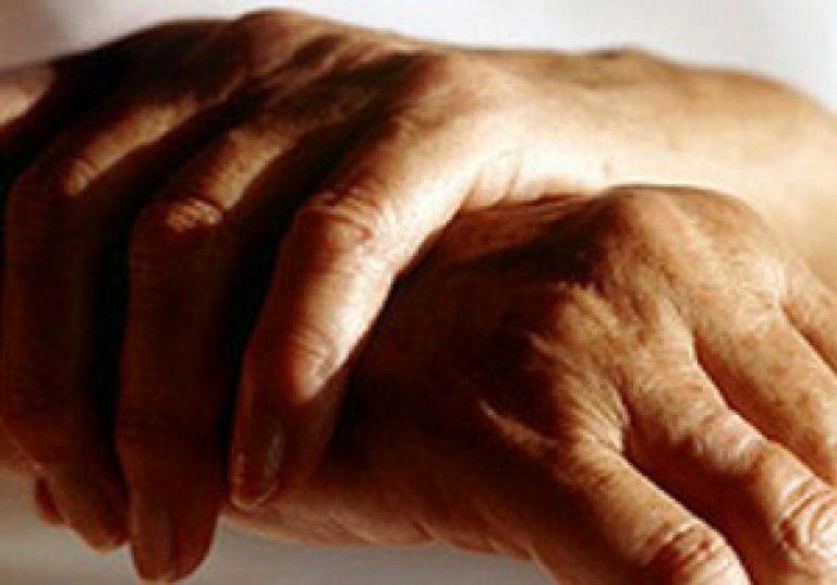 Hoidke jala sormi liigeseid
