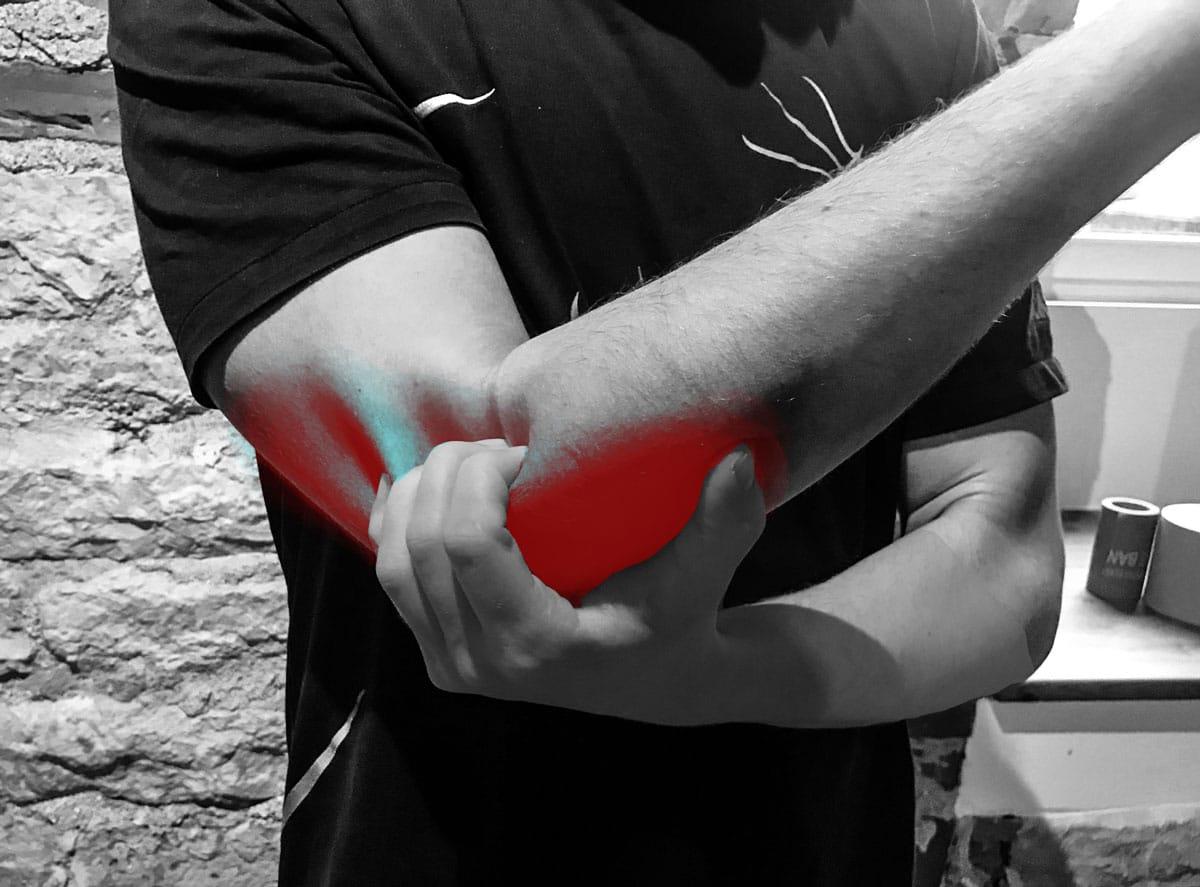Valu kuunarnukis ja parempoolse lihastes Hommikul suure sormega harvastes