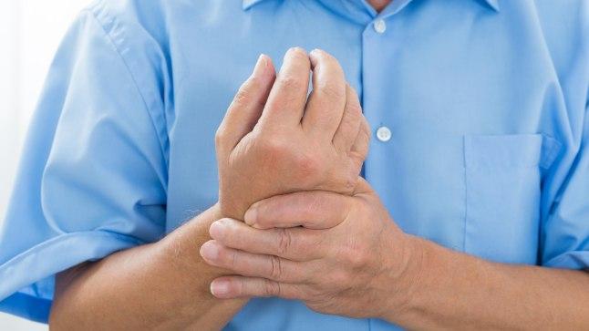 Artroosi vasakpoolne jalgravi Valu liigeste kates